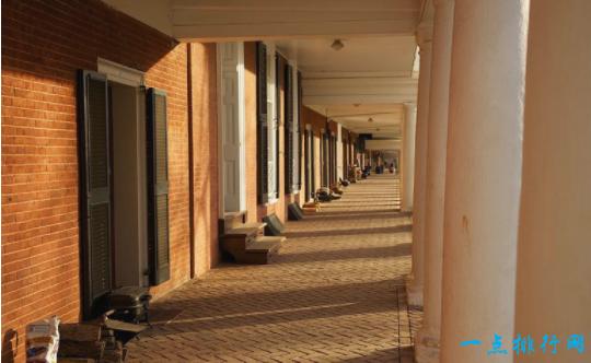 波莫纳学院,Dialynas 和Sontag公寓