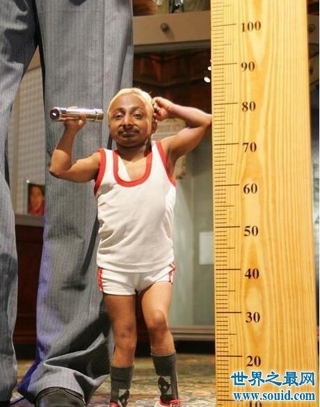 【图】世界上最小的健身教练,80cm的个头身材却超完美
