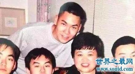 年仅23岁的宋岳庭在母亲的怀里去世 宋岳庭怎么