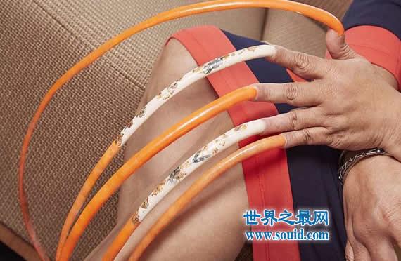 世界上双手指甲最长的女人,长576厘米(23年未剪