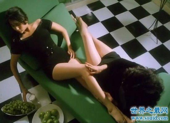大尺度激情片《赤裸羔羊》,绝对是性感女神邱淑贞三级片中的经典大作!