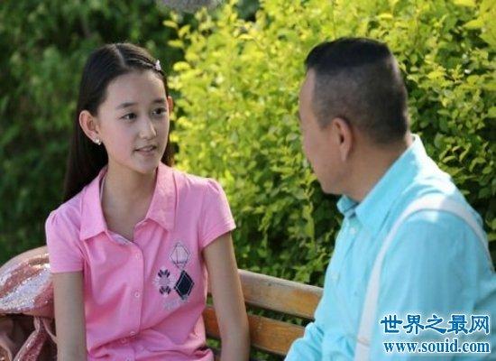"""""""小戏骨""""蒋依依身高见长,一脸清纯的样子宛若邻家女孩!"""