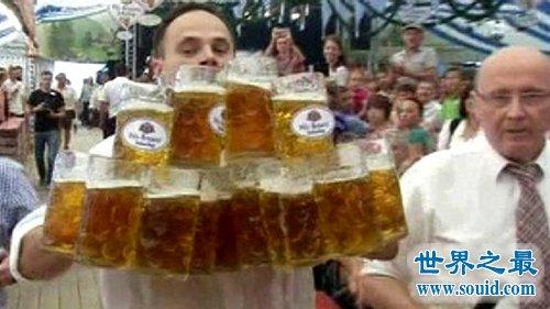 与啤酒有关的吉尼斯世界纪录,1.3秒喝下1升啤酒