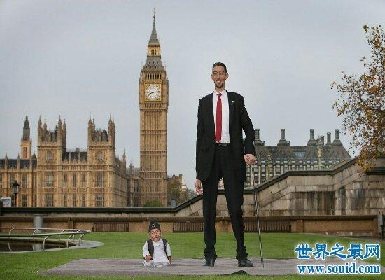 震惊!世界上最矮的人身高55厘米 一日生活竟这么有趣