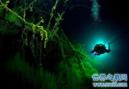 世界上最深的湖在哪个国家 像明镜一样吗