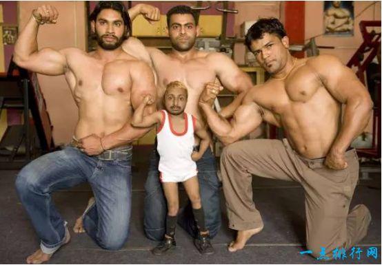 世界上最小的健身教练 身高仅80厘米