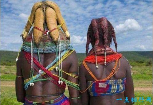 世界上最脏的女人 用牛粪做头饰且从不洗澡