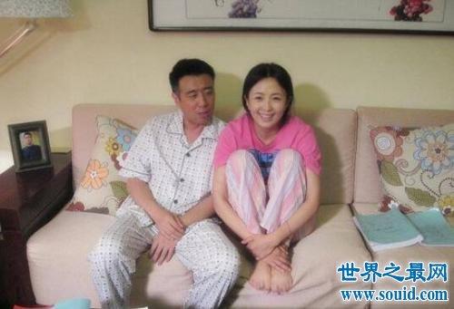 于和伟老婆和女儿相亲相爱 和王丽坤出轨事件是假