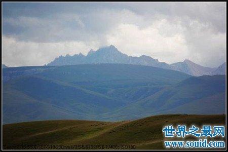 中国海拔最高的盆地是柴达木盆地,这里风景美不胜收