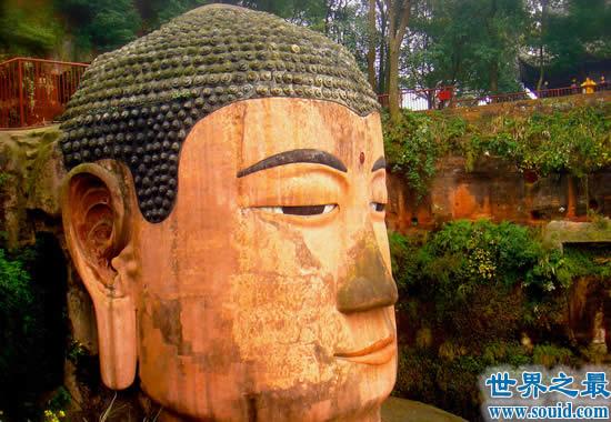 我国最大的佛像是哪一座,乐山大佛(脚上可站100人)
