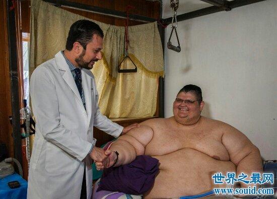 十个世界上最重的人 乔恩·布劳尔最胖1257斤!出门靠抬